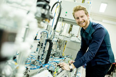 Ingenieur in der Fabrik Stockfotos