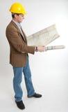 Ingenieur die blauwdrukken bekijkt Royalty-vrije Stock Afbeelding