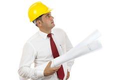 Ingenieur die blauwdrukken houdt Stock Foto's