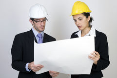 Ingenieur en cliënt op plaats Stock Foto's