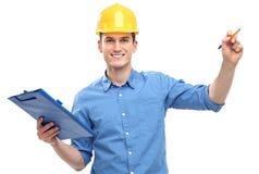 Ingenieur mit Stift und Klemmbrett Stockfoto