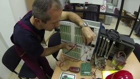 Ingenieur Thinking stock video