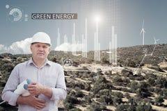 Ingenieur und ein windfarm Stockbild