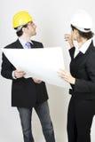 Ingenieur und Klient auf Site lizenzfreie stockfotos