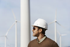 Ingenieur-Wearing Hardhat At-Windpark Stockfotos