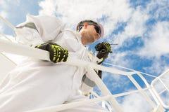 Ingenieur in witte workwear royalty-vrije stock foto's