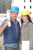 Ingenieure auf Baustelle stockbilder