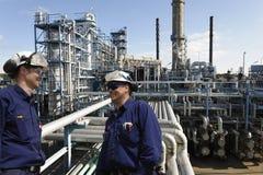 Ingenieure und Erdölindustrie Stockfotos