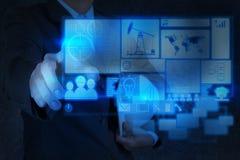 Ingenieurs bedrijfshand die met de nieuwe technologieindustrie werken Stock Afbeelding