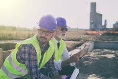 Ingenieurs bij bouwwerf royalty-vrije stock foto