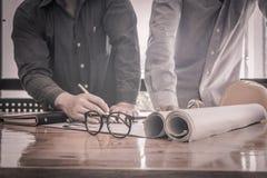 Ingenieurs met de projectsupervisor royalty-vrije stock fotografie