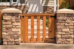 Ingesloten houten poort Royalty-vrije Stock Foto's