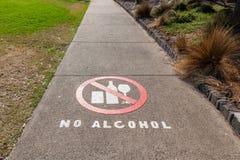 Inget alkoholtecken som m?las p? den g? banan royaltyfri bild