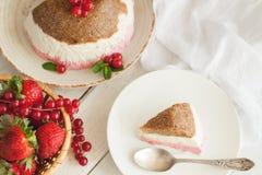 Inget baka jordgubbeostkaka arkivfoto