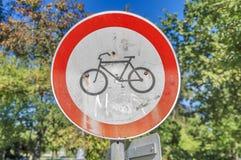 Inget cykla vägmärke parkerar in Royaltyfri Foto