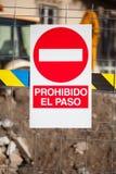 inget inkräkta begränsat område Text i spanjor Arkivfoto