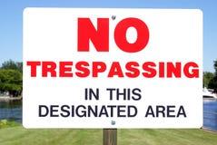 inget inkräkta för signage royaltyfri foto