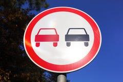Inget omkörningvägmärke arkivbild