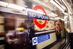 Inget - röka underteckna in den London tunnelbanan Arkivbilder