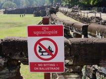 Inget sammanträde på balustrad-meddelande på Angkor Thom Royaltyfria Bilder