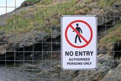 Inget tillträde bemyndigade personer undertecknar endast för skyddsområde arkivfoton