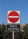 Inget undantagit tecken för tillträde bussar arkivbilder