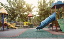 Inget utomhus- playpark i slut av sommar royaltyfri bild