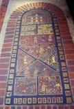 Ingewikkeld baksteenontwerp op 1st gesubsidieerde lage schoolhuis Stock Foto