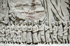 Ingewikkelde Thaise snijdende muurschildering - de geschiedenis van Thailand Stock Afbeeldingen