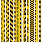 Ingiallisca con nastri adesivi neri della linea e del pericolo di polizia Fotografia Stock Libera da Diritti
