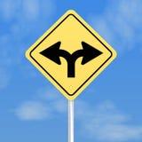 Ingiallisca il segno con le frecce di spaccatura Immagini Stock Libere da Diritti