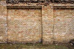 Ingiallisca la priorità bassa del muro di mattoni Fotografia Stock Libera da Diritti