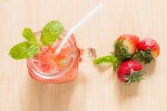 Ingiven jordgubbe Arkivbild