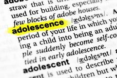 ` Inglés destacado de la adolescencia del ` de la palabra y su definición en el diccionario Foto de archivo libre de regalías