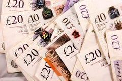 Inglés veinte y diez libras de mezcla del dinero fotografía de archivo