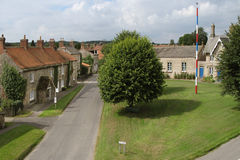 Inglés Village Green y Maypole imágenes de archivo libres de regalías