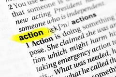 ` Inglês destacado da ação do ` da palavra e sua definição no dicionário Foto de Stock Royalty Free