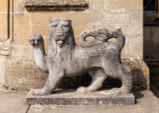 Inglês Lion Sculpture, castelo do Croft, Herefordshire fotos de stock royalty free