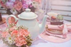 Inglês romântico no tea party, fundo do vintage imagem de stock