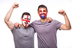 Inglaterra contra Eslováquia no fundo branco Os fan de futebol das equipas nacionais comemoram, dançam e gritam Fotos de Stock Royalty Free