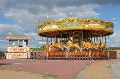Inglaterra, Morecambe, 06/15/2014, carrusel colorido del caballo del vintage en un parque de atracciones Fotografía de archivo libre de regalías