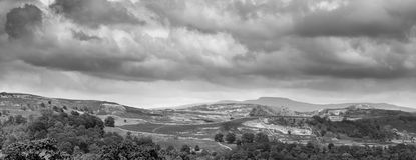 Ingleborough от Ribblesdale Стоковое Фото
