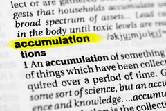 ` Inglese evidenziato di accumulazione del ` di parola e la sua definizione nel dizionario Fotografia Stock Libera da Diritti
