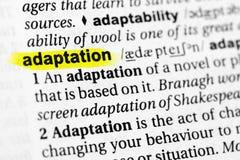 ` Inglese evidenziato di adattamento del ` di parola e la sua definizione nel dizionario immagine stock libera da diritti