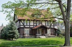 Inglese Tudor House in primavera Immagini Stock Libere da Diritti