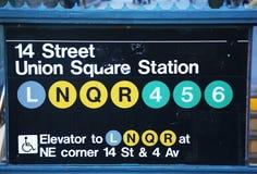 Ingång för Union Square gångtunnelstation på den 14th gatan i New York Arkivbild