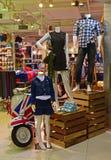 Ingångsaktiveringen av ett skraj lager för modedesignhus Royaltyfri Fotografi