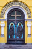 Ingångsportar av kyrkan Royaltyfri Bild