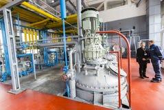 Ingénieurs de raffinerie de pétrole Photos stock