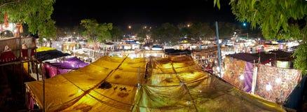 Ingo ` s jedzenia rynek w Goa, India przy nocą zdjęcia royalty free